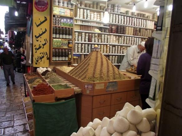 תבילינים בשוק בעיר העתיקה.